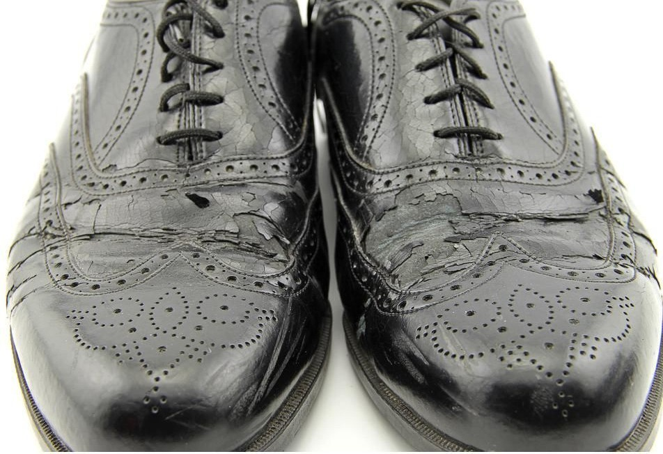 Bonded leather shoe