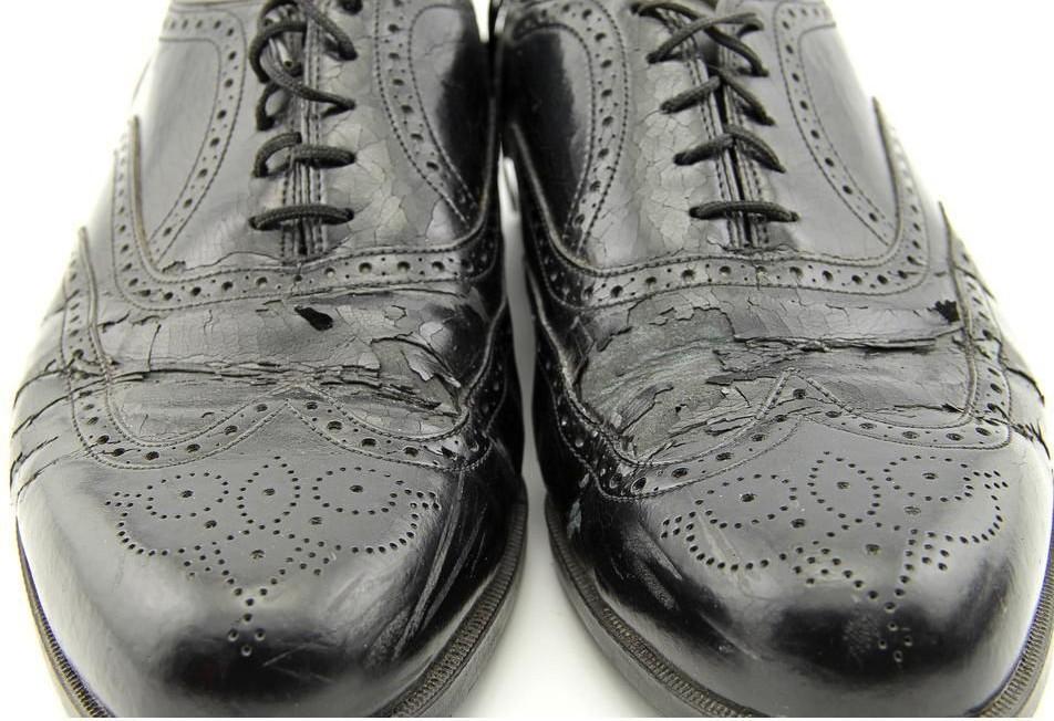 Bonded leather shoe