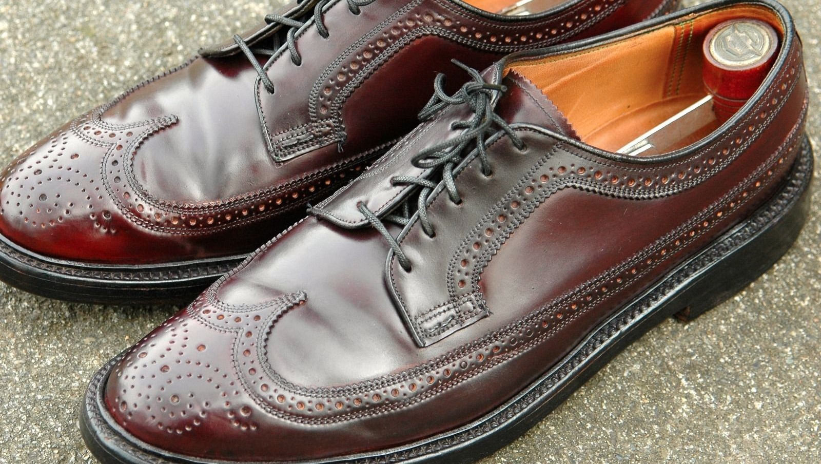 SPECIALS 30% OFF FLORSHEIM SHOES: Select styles and colors only. Discount may not be applied to clearance, gift center purchases/engravables, Exceptional Value products, tuxedo rentals or the fees and taxes associated thereto, or toward the purchase of gift cards.